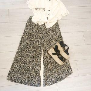 Flowy wide leg culottes cream and black pattern